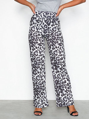 NLY Trend mönstrade byxor Printed Wide Pants Leopard