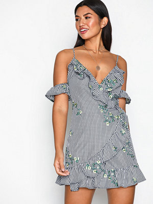 Missguided Floral Embroidered Tea Dress Black