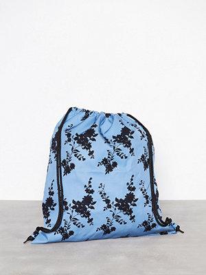Samsøe & Samsøe himmelsblå ryggsäck med tryck Adone bag 9710 Blue