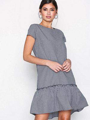 Jacqueline de Yong Jdyboost S/S Dress Wvn Svart