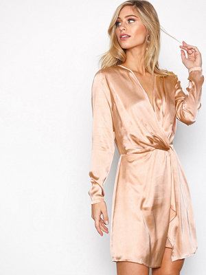 NLY Trend Front Twist Dress Rosa