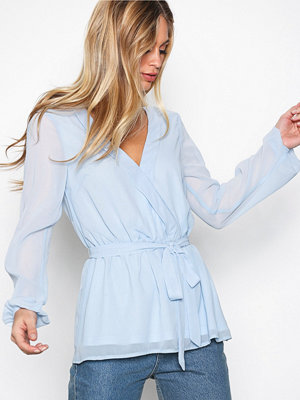Blusar - NLY Trend Like The Wind Blouse Ljus Blå