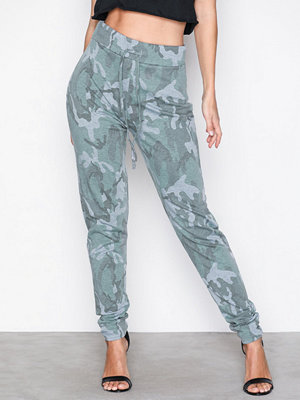 NLY Trend turkosa mönstrade byxor Camo Jogger Camouflage