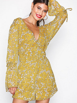 NLY Trend Romantic Sleeve Playsuit Gul Mönstrad