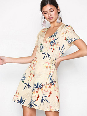 Only onlDEVON 2/4 Wrap Dress Wvn Ljus Brun