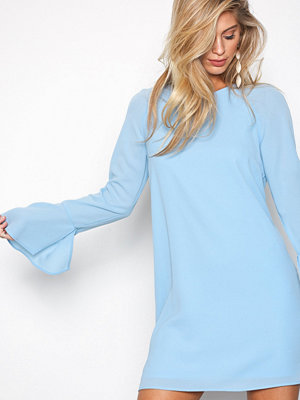 NLY Trend Fluid Sleeve Shift Dress Ljus Blå