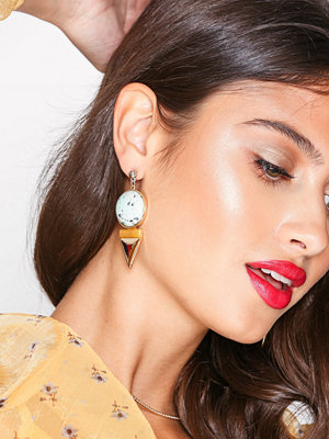 NLY Accessories örhängen V Drop Stone Earrings Guld