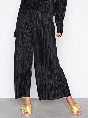 NLY Trend svarta byxor Pleated Culotte Pants Svart