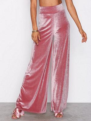 NLY Trend omönstrade byxor Wide Velvet Pants Rosa