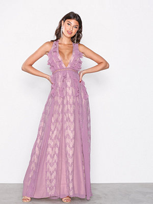 True Decadence Lace Dress Lavendel