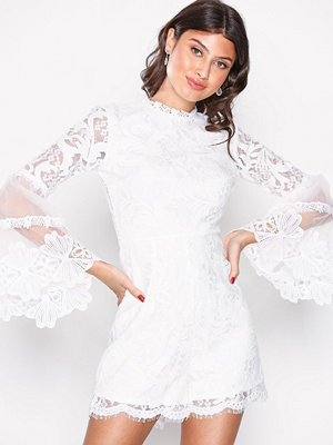 Love Triangle Victoriana L/S Lace Playsuit Vit