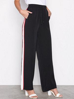 Calvin Klein Jeans svarta byxor Patona Cheerleader Pant Black