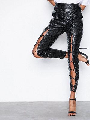 Missguided svarta byxor Fanny Lyckman Faux Leather Trousers Black