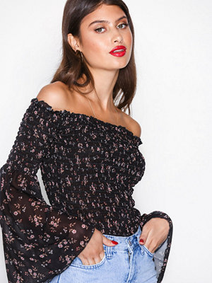 NLY Trend Smock Off Shoulder Top Blommig