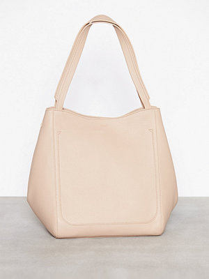 Handväskor - Filippa K Shelby Bucket Leather Bag Natur
