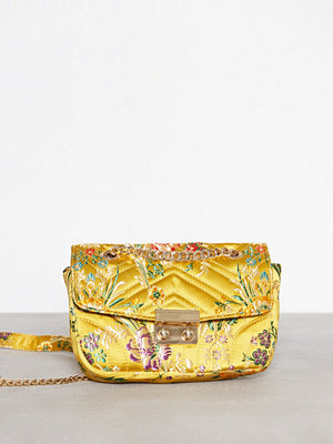 NLY Accessories gul mönstrad axelväska Quilted Flower Bag Gul