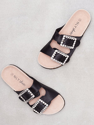 NLY Shoes Satin Buckle Sandal Svart