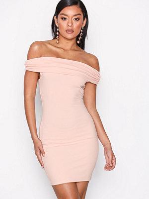 NLY One Bare Shoulder Dress Ljus Rosa