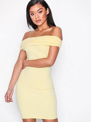 NLY One Bare Shoulder Dress Ljus Gul