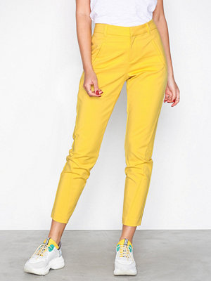 Vero Moda gula byxor Vmvictoria Mr Antifit Ankle Pants C Gul