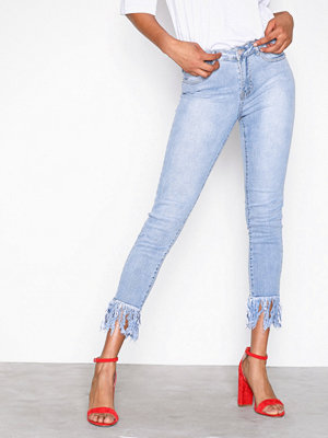Missguided Mid Rise Frey Hem Skinny Jeans Blue