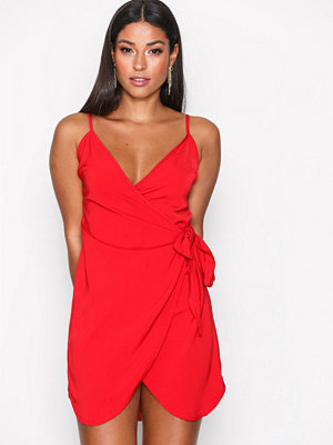 Missguided Strappy Wrap Tie Waist Shift Dress Red