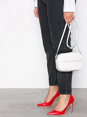 Calvin Klein Sculpted Camera Bag Vit axelväska