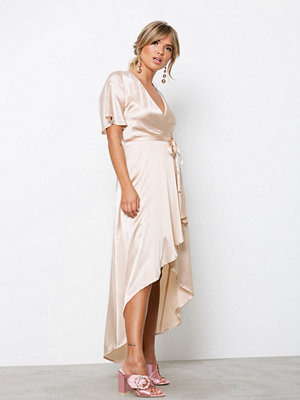 NLY Trend Satin Wrap Dress Champagne