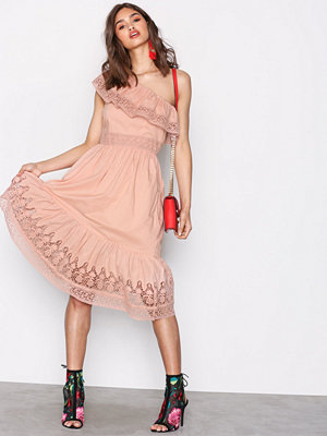 NLY Trend One Shoulder Dress Ljus Rosa