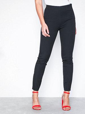 Selected Femme svarta byxor Sfilue Mw Crop Slim Pant Svart