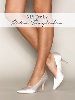 NLY Shoes V-Cut Pump Vit
