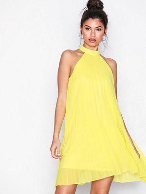 Missguided Chiffon Pleated High Neck Swing Dress Yellow