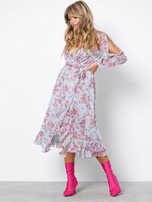 NLY Trend Romantic Sleeve Dress Mönstrad