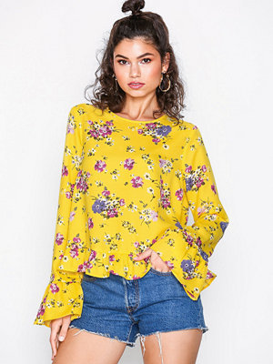 NLY Trend Flowy Detailed Blouse Gul Mönstrad