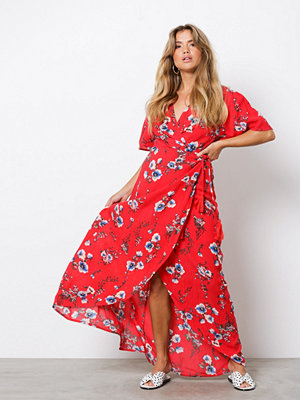 NLY Trend Wrapped Long Dress Röd Mönstrad