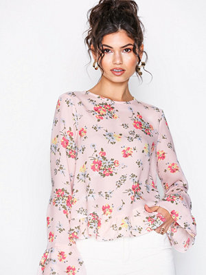 NLY Trend Flowy Detailed Blouse Rosa Mönstrad