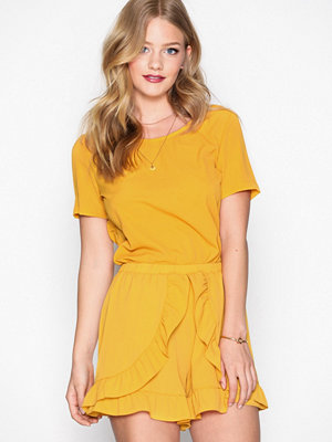 Glamorous Flounce Shorts Mustard