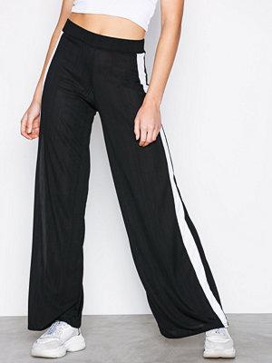 Missguided omönstrade byxor Stripe Pleated Wide Leg Trousers Black/White