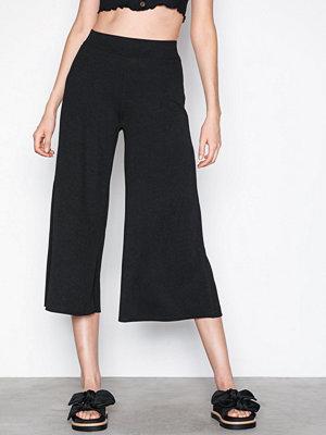 NLY Trend svarta byxor Culotte Crepe Pants Svart