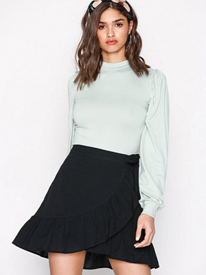NLY Trend Wrapped Frill Skirt Svart