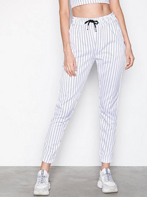 Missguided vita randiga byxor Pinstripe High Waisted Joggers White