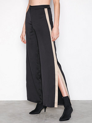 Missguided svarta byxor Satin Split Hem Flare Trousers Black