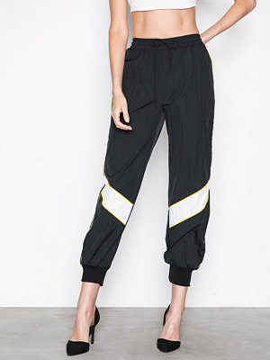 Missguided svarta byxor Shell Suit Colour Block Jogger Black