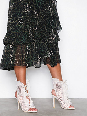 NLY Shoes Flounce Bootie Offwhite