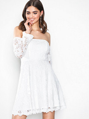 NLY Trend Off Shoulder Lace Dress Vit