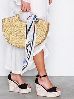 Pumps & klackskor - NLY Shoes Wedge Heel Sandal Svart