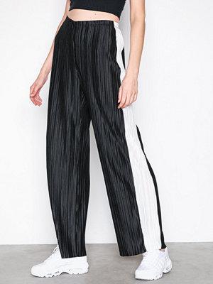 NLY Trend svarta byxor Contrast Pleat Pants Svart/Vit