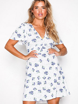 NLY Trend Sweet Flower Dress Blommig
