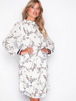 Sisters Point Vesi Dress Cream