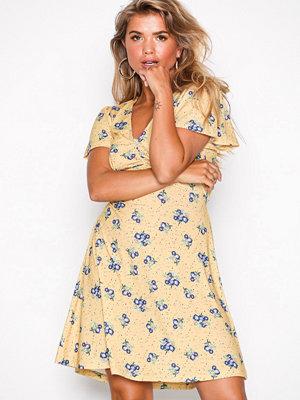 NLY Trend Sweet Flower Dress Gul Mönstrad